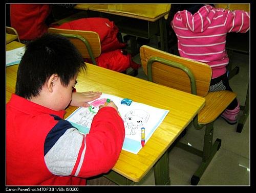 又一画画的孩子